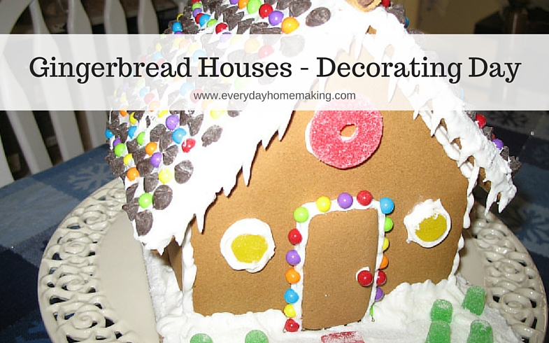 decorating gingerbread houses annual tradition | www.everydayhomemaking.com