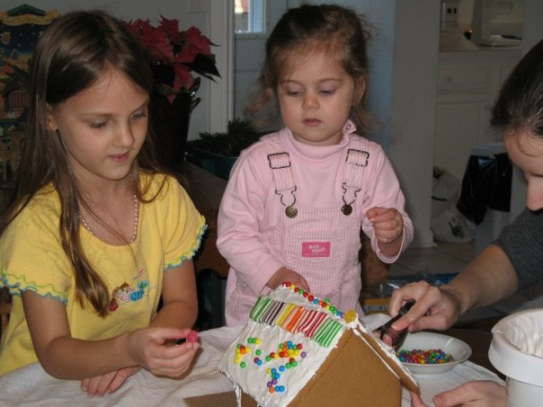 Gingerbread House Decorating -- Everyday Homemaking