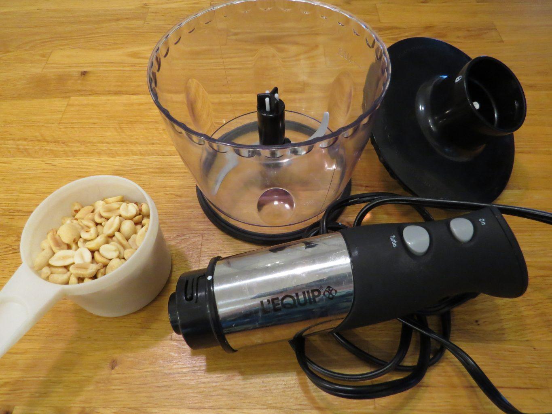 making homemade peanut butter
