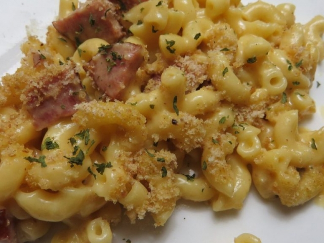 mac and cheese with kielbasa